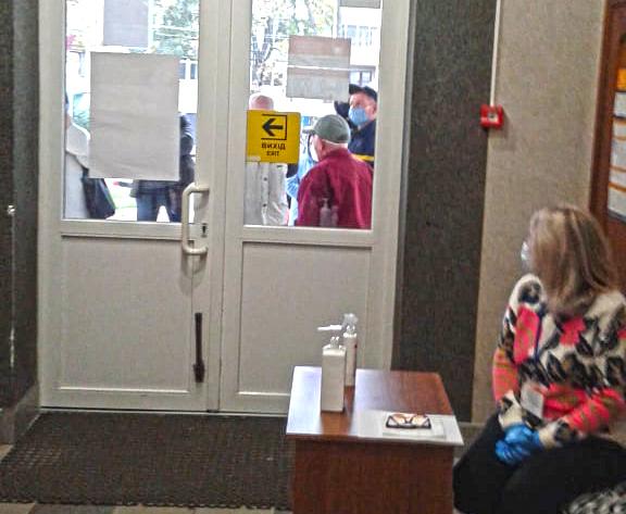 Дільниця у ТНЕУ відкрилася із запізненням